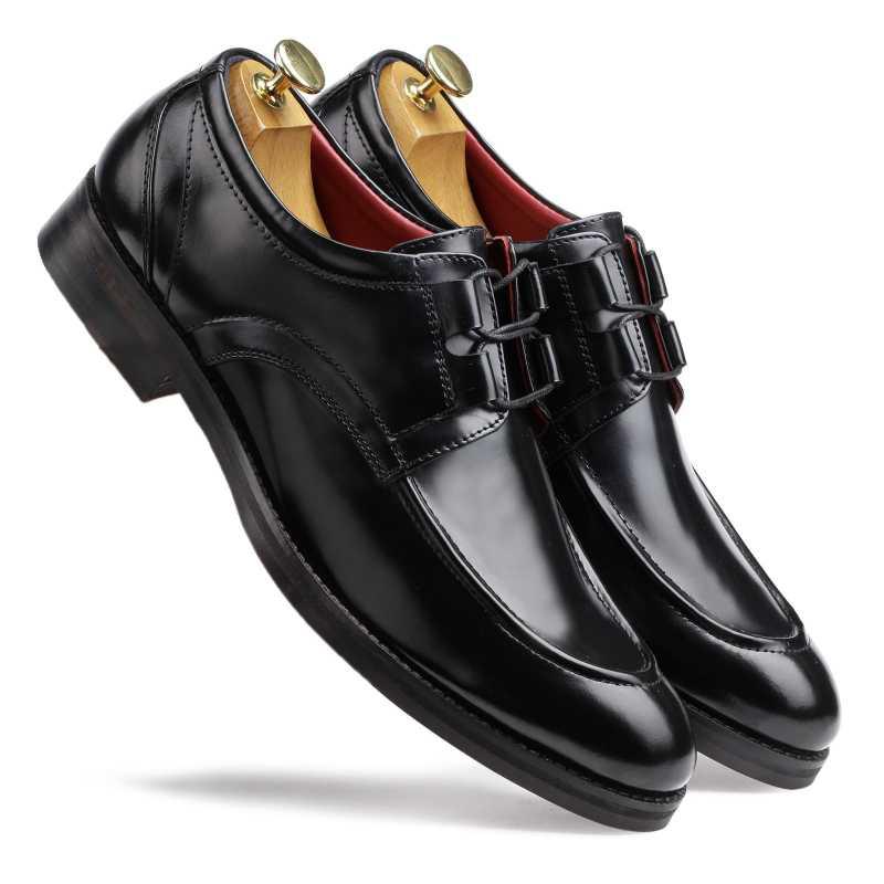 The Valentino Derby in Black