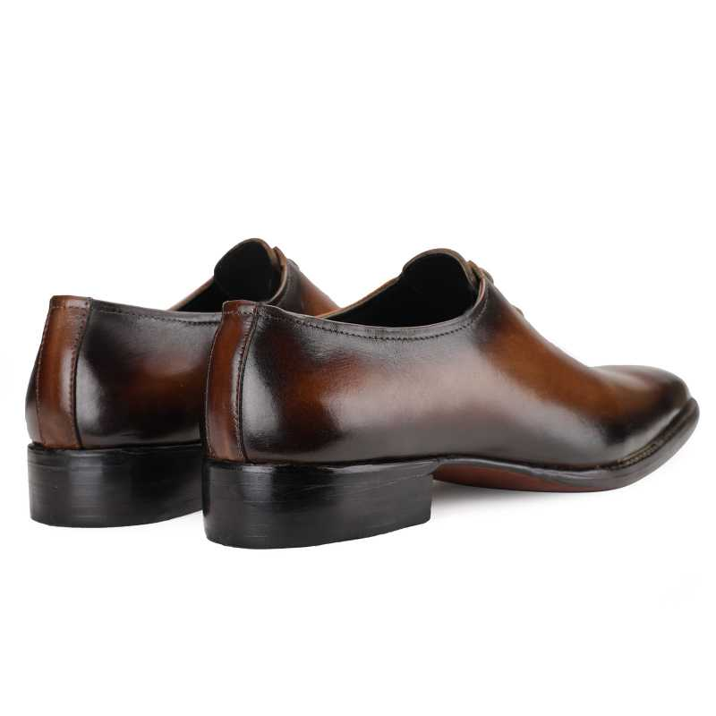 Sabre Wholecut Oxfords in Brown