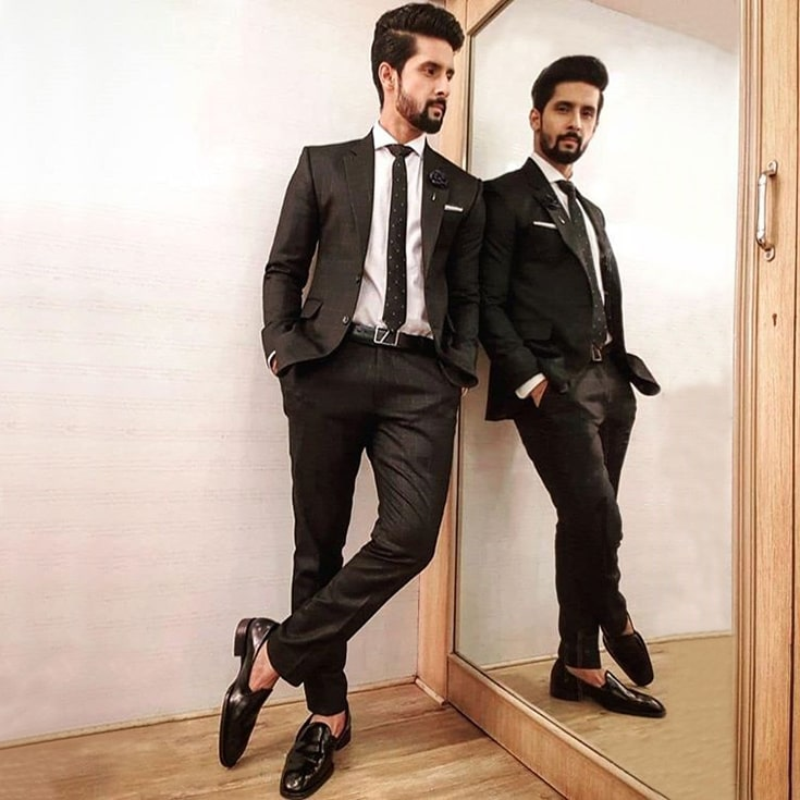Ravi Dubey Escaro Royale